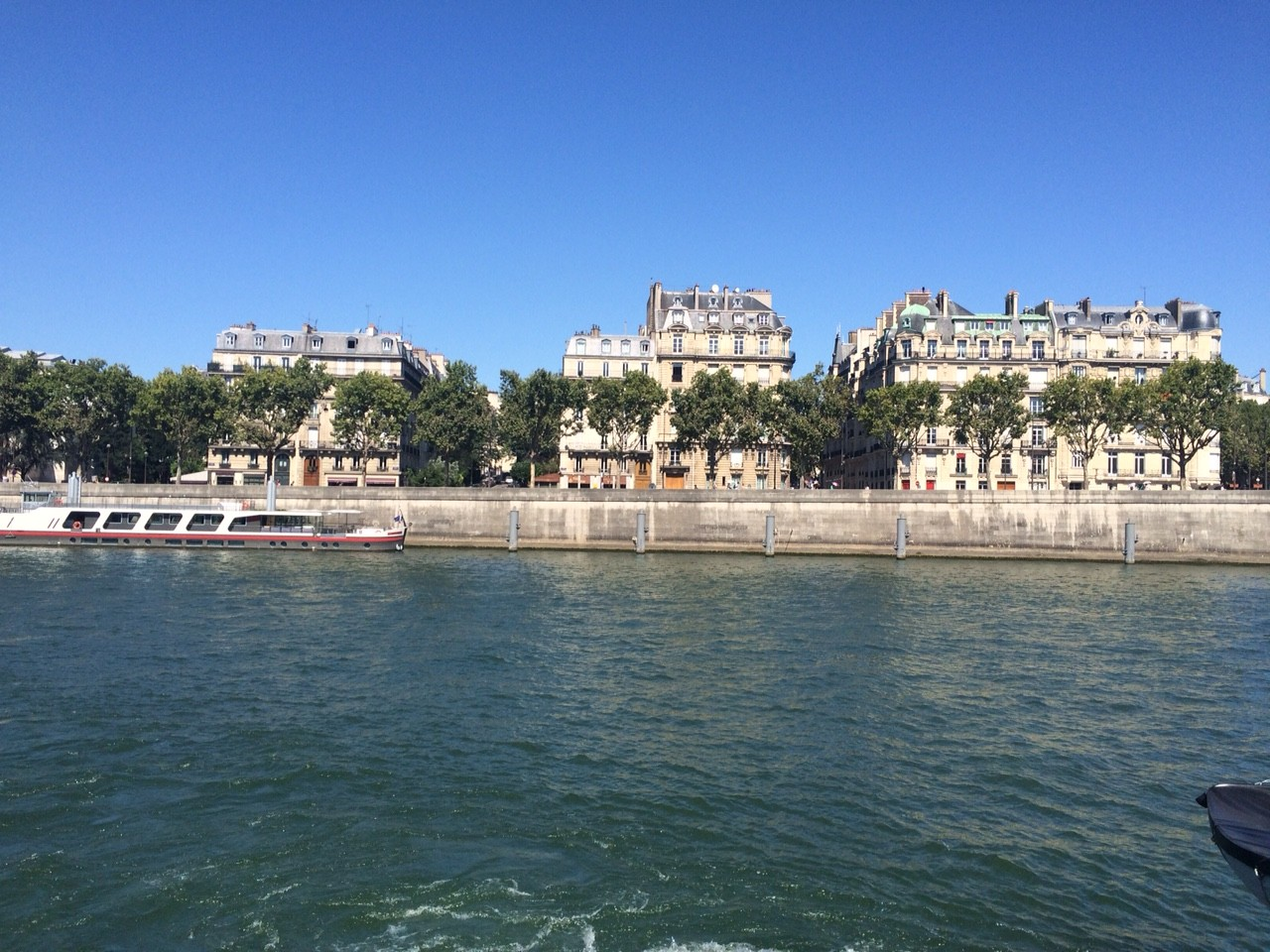 Looking over Seine to the right bank.
